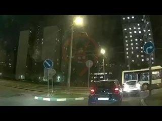 Упрямство и отвага на дорогах Москвы 😅Водитель кар...
