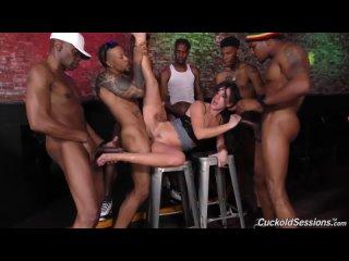 Jennifer White сквиртует во время гэнгбэнга с большими черными членами - Cuckold Sessions