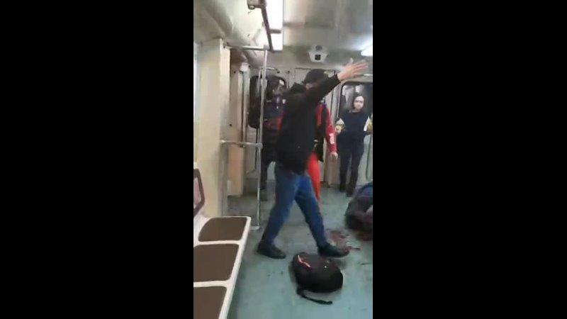 Преступники дагестанцы приехавшие на заработки забивают человека в метро Москвы