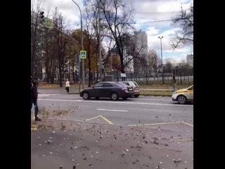 Шквалистый ветер в Москве усилился до штормовых зн...