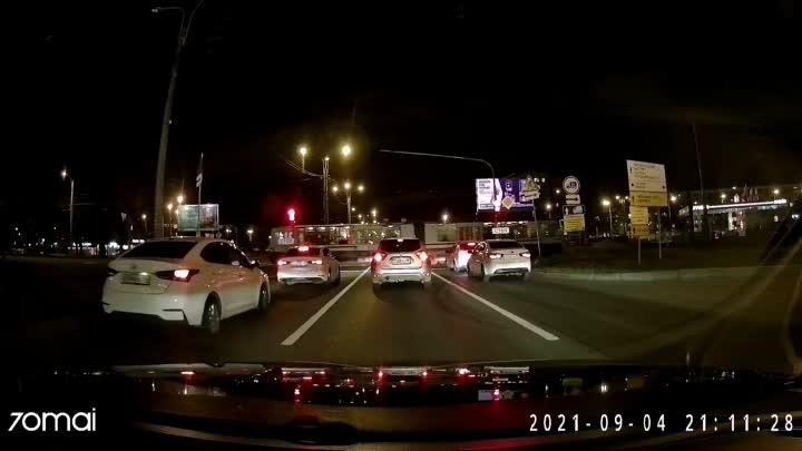 Ночная авария с мотоциклистом на Руставели перед Пискаревским