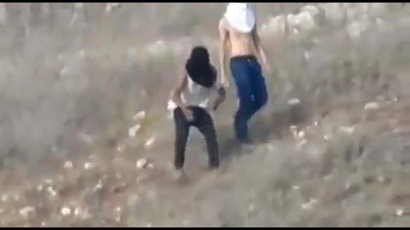 🔥 Израильские поселенцы подожгли палестинские земли и нападают на жителей деревни Бурин на юге Наблуса