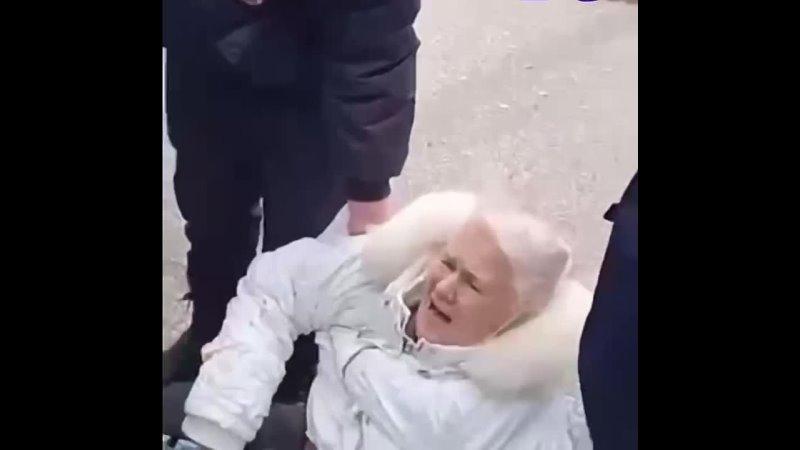 В Стерлитамаке копы вытащили из автобуса и повалили на землю пенсионерку за нарушение самоизоляции   Доблестные... [читать продолжение]