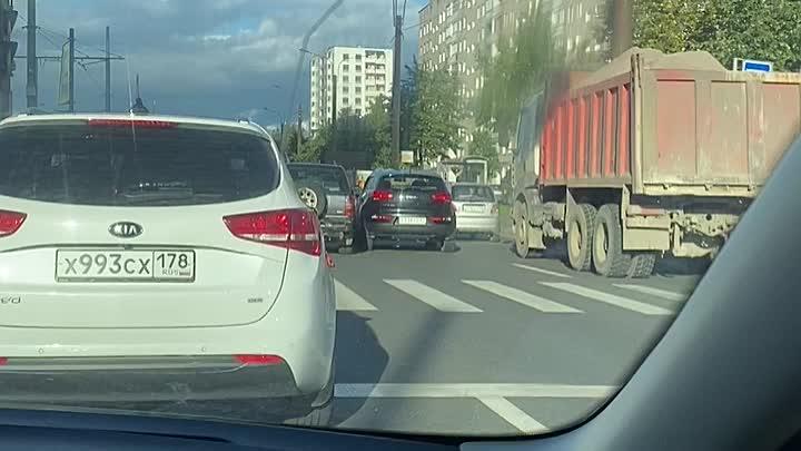 ДТП на Ириновском проспекте у дома 37к1 устроили Киа и Опель