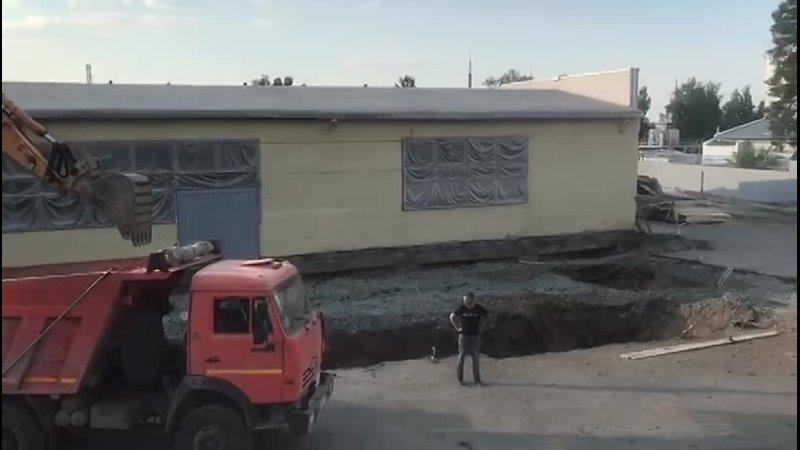 Строительная площадка выемка грунта под фундамент