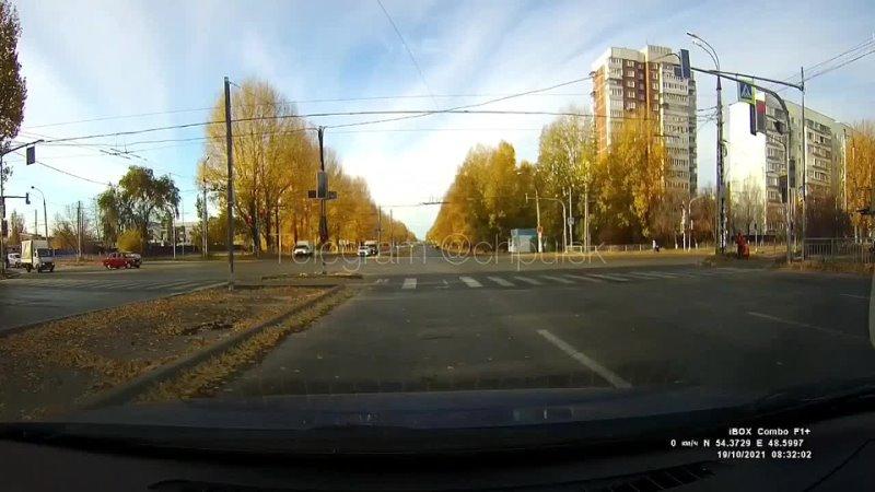 Момент [vk.com/wall-42813041_2564433|аварии] с машиной ДПС на проспекте Созидателей попал на регистратор.