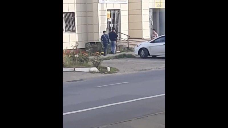 Новость о том, в каком состоянии ходят парни по центру Ставрополя.    Молодые люди «идут»... [читать продолжение]
