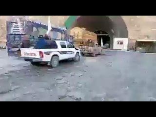Колонна талибов у тоннеля Саланг