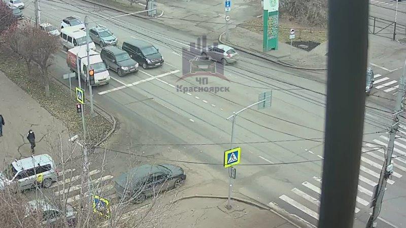 Высотная - Хабаровская 1-ая. Поворот налево тут запрещен. Обоюдка?