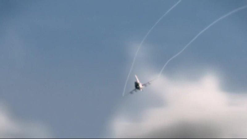 МиГ 21 сбивает космолет