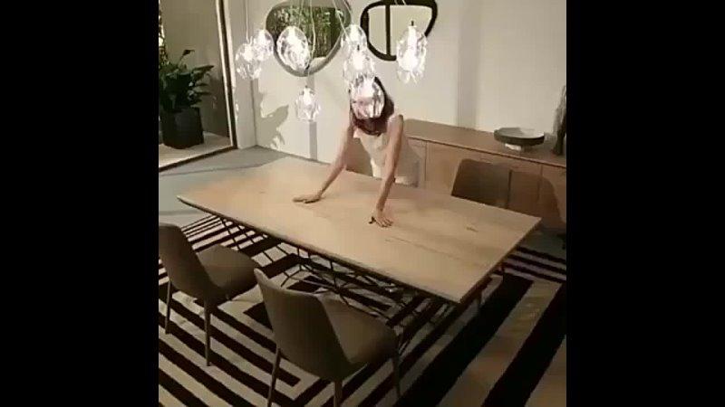 Стол трансформер который будет вам кстати на случай нежданных гостей или для большой семьи 😉