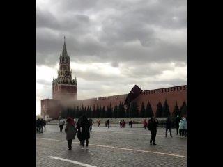 Ветер сорвал строительные леса с кремлевской стены...