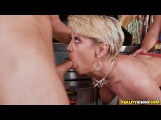 Dee Williams - Sausage Party (720p)