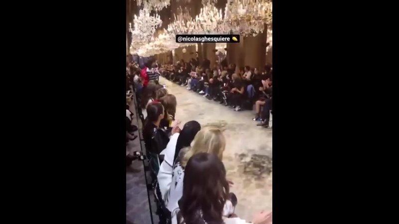 2021 1080p Catherine DENEUVE @ Paris Fashion Week 5 octobre 2021 show Louis Vuitton 5