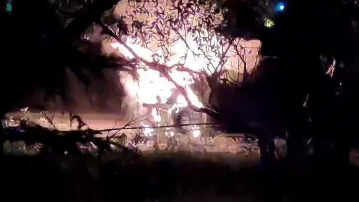 В Пушкине, на Красносельском шоссе, в районе дома 49, горит polo, рядом сваленый столб, движение пер...
