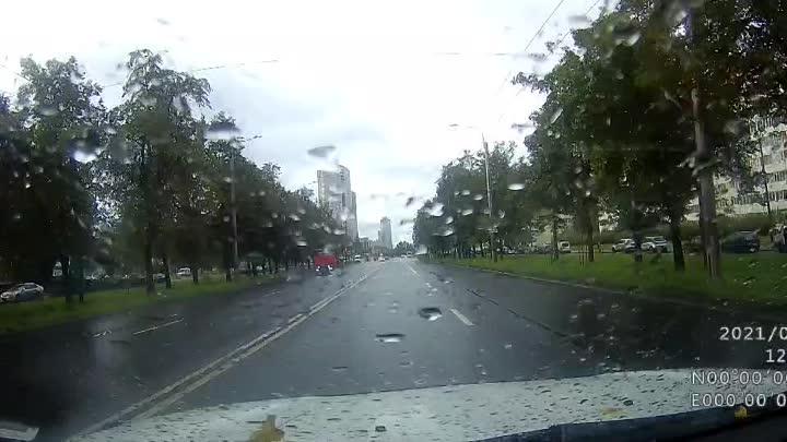 Видео к вчерашней аварии на перекрёстке Дачного и Ветеранов. Как вы считаете, мне нужно было его про...