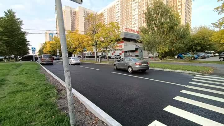 Арбат,Рождественка,Кузнецкий Мост давно стали пешеходной зоной и там нет парковки на тротуаре.Но вот...