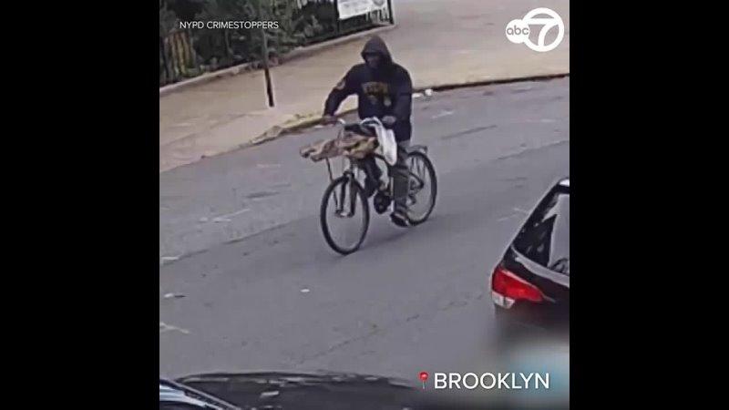 Полицейские в Бруклине разыскивают мужчину который ударил и тащил женщину