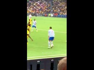 Пас Роналду без взгляда в матче против Янг Бойз.