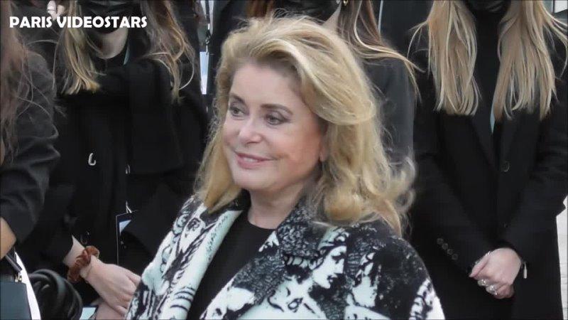 2021 1080p Catherine DENEUVE @ Paris Fashion Week 5 octobre 2021 show Louis Vuitton