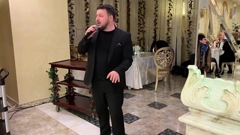 Ислам Мальсуйгенов поёт на юбилее