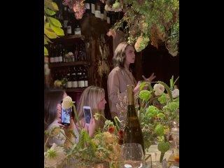16 сентября 2021: Ужин по случаю запуска продаж просекко Della Vite сестер Делевинь в США, Нью-Йорк