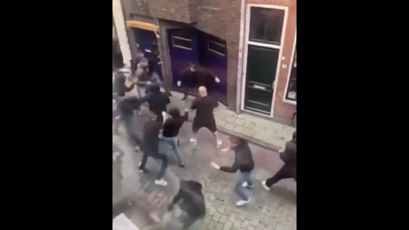 Street fighting chair throwing