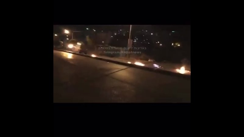 Палестинцы с коктейлями Молотова атакуют конвой оккупационных сил в Наблусе