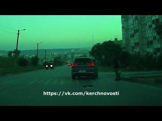 В Керчи водитель чуть не сбил пешехода (ВИДЕО) Пре...