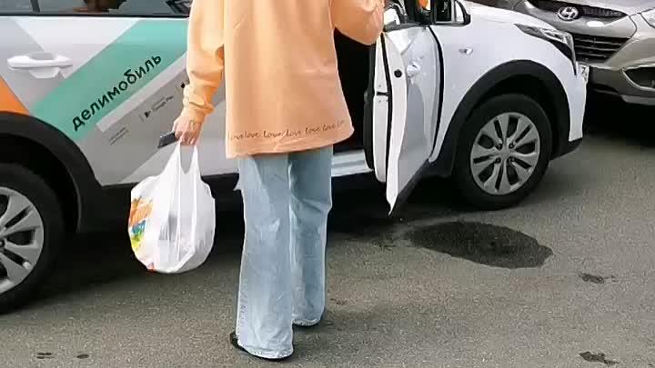 Такая автоледи в сао вчера управляла машиной каршеринга делимобилем. Машину дама не смогла припарков...