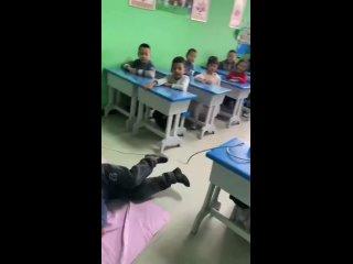 Познавательно😁👍Урок в китайской начальной школе, г...