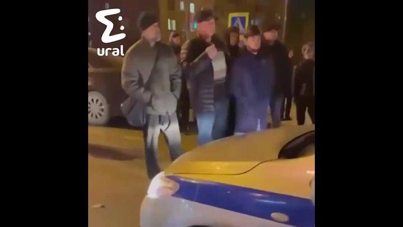 В Пыть Яхе толпа пыталась разобраться с полицейским после ДТП