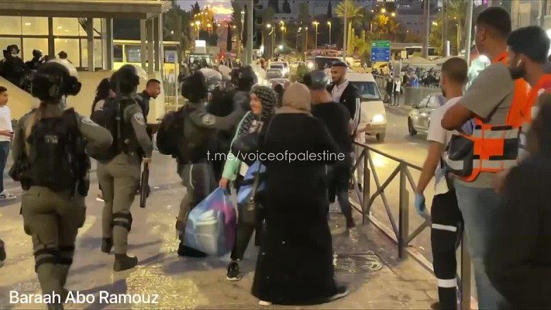 Оккупационные израильские боевики атакуют палестинскую молодёжь в оккупированной столице Палестины Иерусалиме 18 10 2021