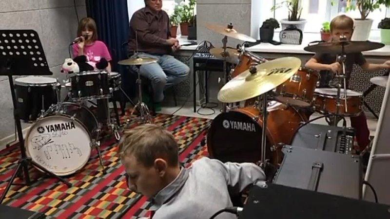 пауки рок группа в процессе работы