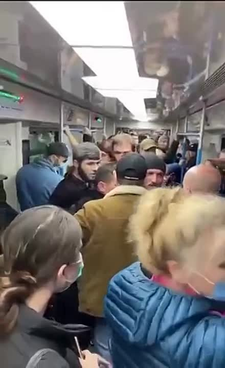 Очередная группа гостей с Кавказа в московском метро пристаёт к девушке.