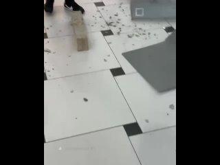 В «Гринвиче» на посетителей чуть не рухнул потолок...