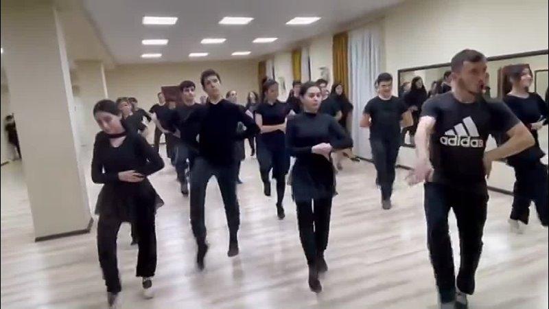 ивериони Ансамбль тренируется