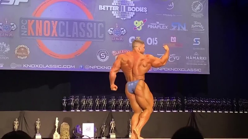 Derek Pro bodybuilder Posing