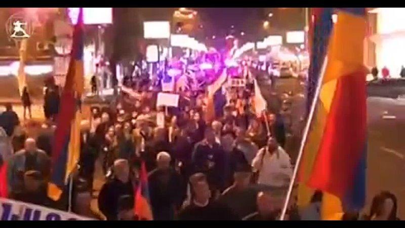 Ереван протестующие против ползучей оккупации Армении напомнили что путин Хуйло