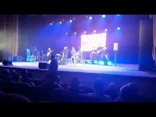 Вот так и ходи на концерты любимой группы! 🎤 Основ...