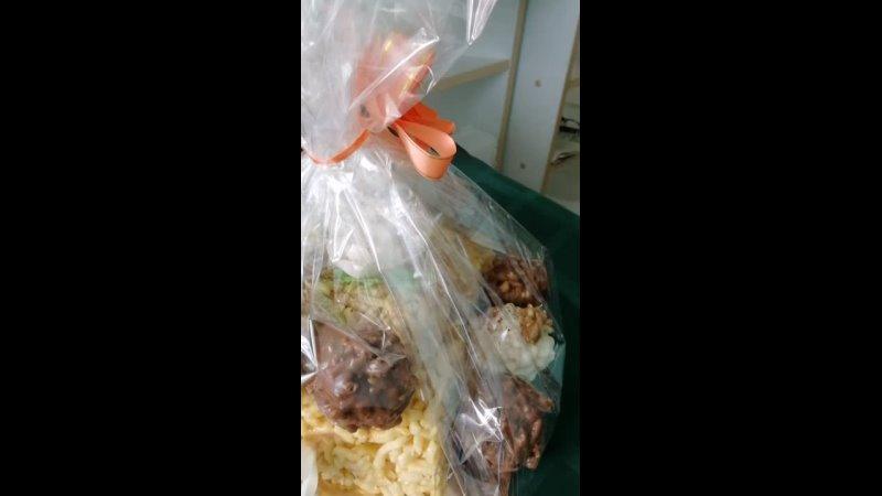 Подарочный чак чак с белым и черным шоколадом собственного производства халяль компании Салям 2021