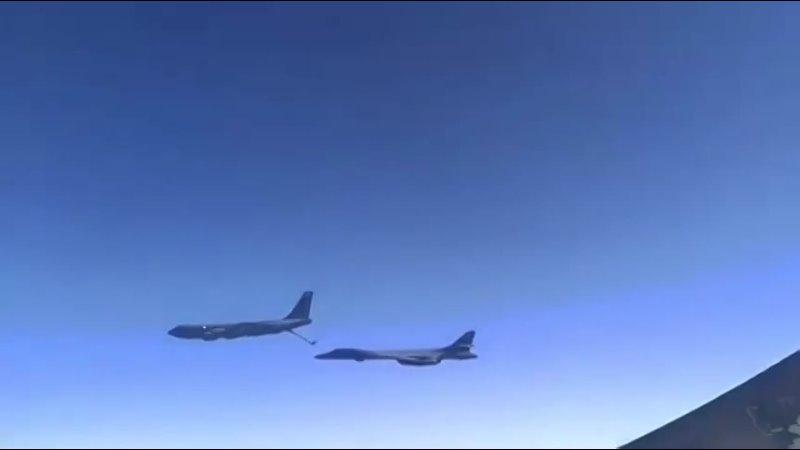 Российские истребители Су 30СМ были подняты вчера на сопровождение американских стратегических бомбардировщиков B 1B Lancer