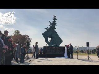 В Керчи открыли мемориал, посвященный погибшим в п...