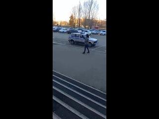 В Тольятти эвакуируют людей из торговых центровВеч...