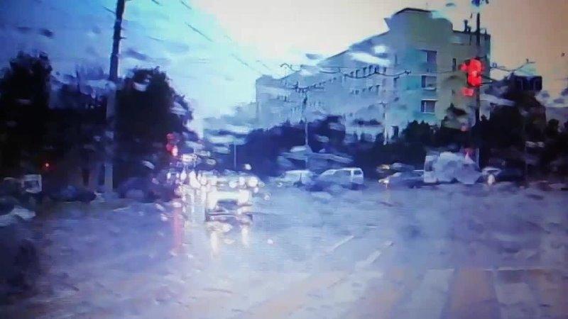 Момент [https://vk.com/autobelgorod? Volkswagen и Mercedes на пересечении Садовой и Студенческой в минувший четверг
