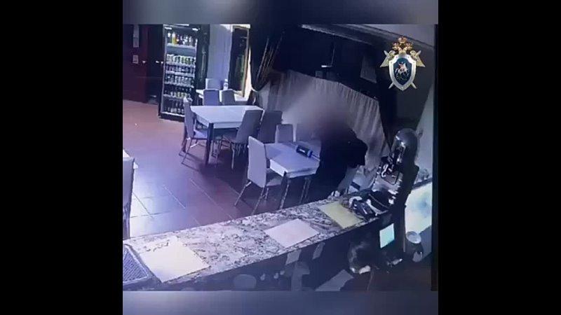 Посетитель кафе открыл стрельбу из-за плохого обслуживания. 40-летнему мужчине не понравилось, что 17-летняя официантка долго... [читать продолжение]