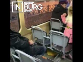В Екатеринбурге мужчина справил нужду на ребёнка в...