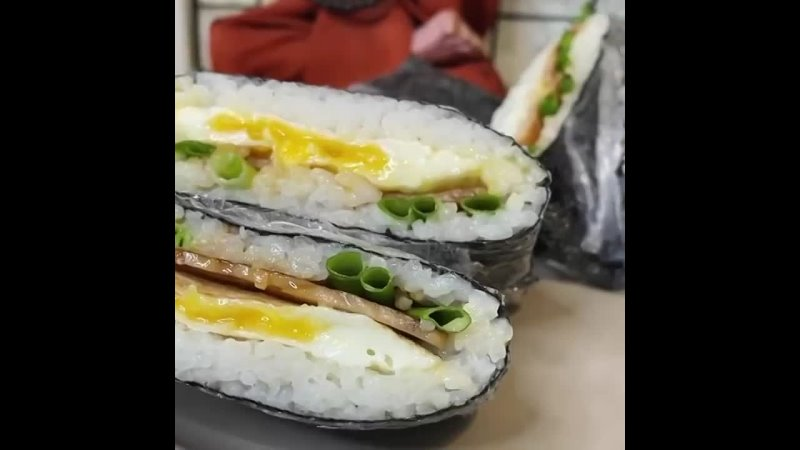 Дитя любви сэндвича и суши