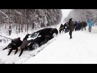 Помощь и взаимовыручка на дороге