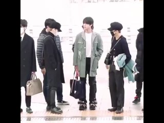 remember when Yoongi and Jimin wore similar outfits to the airport unexpectedly -